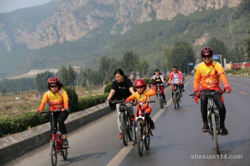 """涉县骑行爱好者低碳骑行""""庆中秋迎国庆"""" 以实际行动倡导绿色低碳生活"""